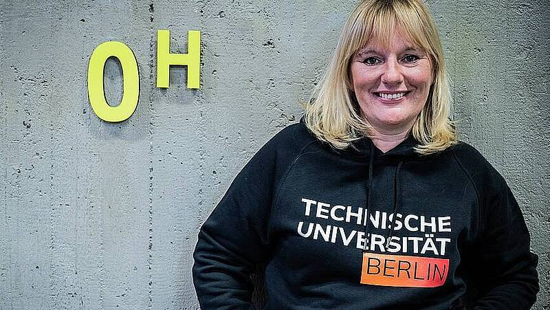 Staff member of TU Berlin wearing a TU Berlin sweater