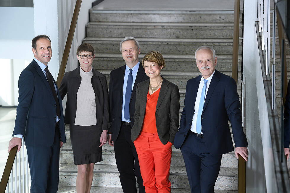 From left to right: Dr. Mathias Neukirchen, Prof. Dr.-Ing. Christine Ahrend, Prof. Dr. Christian Thomsen, Prof. Dr. Angela Ittel, Prof. Dr. Hans-Ulrich Heiß